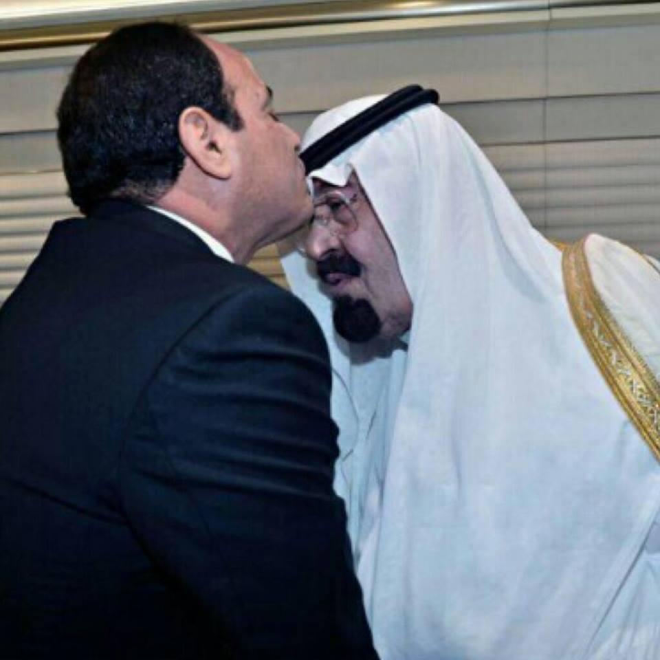 بالفيديو .. لقاء الرئيس السيسى والعاهل السعودى على متن الطائرة الملكية